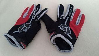 cb144c960 Prodám kvalitní dlouhoprsté rukavice na kolo. Jedny jsou červeno černé,  druhé šedo černé. Jedná se o velikost L. Jezdil jsem v nich v podstatě  celoročně ...
