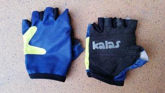 dd8cde660 Prodám kvalitní dětské rukavice PIRATES velikost 4 .Vhodné pro malé  cyklisty jako ochranu před mozoly a zraněním. Pro děti cca 3-4 roky.